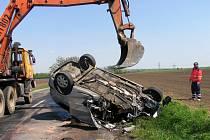 Tragická nehoda u Kobylí na Břeclavsku. Řidič osobního auta po nárazu do náklaďáku zemřel.