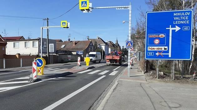 Úprava křižovatky na průtahu Břeclaví skončila.