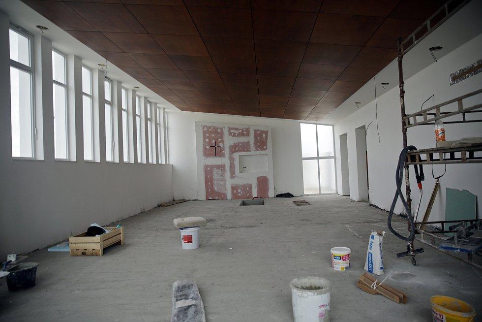 Rekonstrukce obřadní síně v Kosticích na Břeclavsku se pomalu blíží k závěru. Návrh, který vytvořila architektka Jana Košut Petrjánošová z Moravské Nové Vsi.