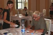 Lovecký zámeček Randez-vous u Valtic od pondělí okupují degustátoři. Po dobu tří dnů tam hodnotí vína, která do sedmého ročníku soutěže Vinař roku 2009 přihlásili čeští a moravští vinaři.