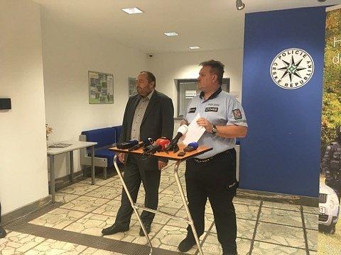 Páteční tisková konference odvojnásobné vraždě vBřeclavi.