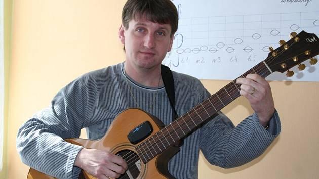 Josef Kralovič díky svému elánu zvládá vysněné povolání, čtyři děti i studium teologie.