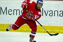 Česká reprezentace do 18 let (v červeném) podlehla v Břeclavi na Memoriálu Ivana Hlinky 2012 stejně starým Finům.