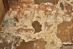 Vzácné fresky ukrývala vrstva malby v kostele sv. Michala v Dolních Věstonicích. Při opravách je tam v těchto dnech objevili archeologové z Regionálního muzea v Mikulově. Jejich původ teď zkoumají.