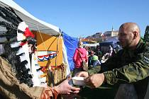 Osmý ročník Pálavského gulášfestu lámal rekordy. Cestu si na něj našlo kolem osmi tisíc lidí. Do večera stihli spořádat na osm tisíc porcí gulášů.