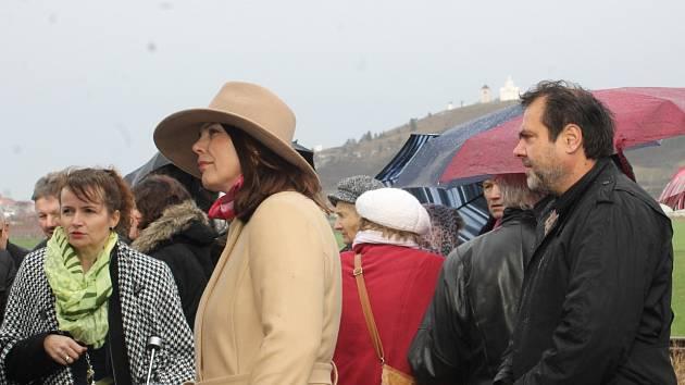 U příležitosti Dne boje za svobodu a demokracii se uskutečnil poblíž Mikulova pietní akt u památníku Brána ke svobodě.