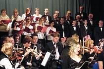 Českou mši vánoční v podání hudebníků z Kloboucka ocenili diváci boleradického divadla potleskem ve stoje.