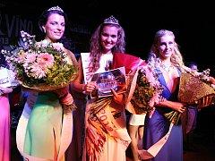 Jména vítězných dívek v soutěži Miss Víno 2013 zní Kadlecová, Klukavá, Hegarová.