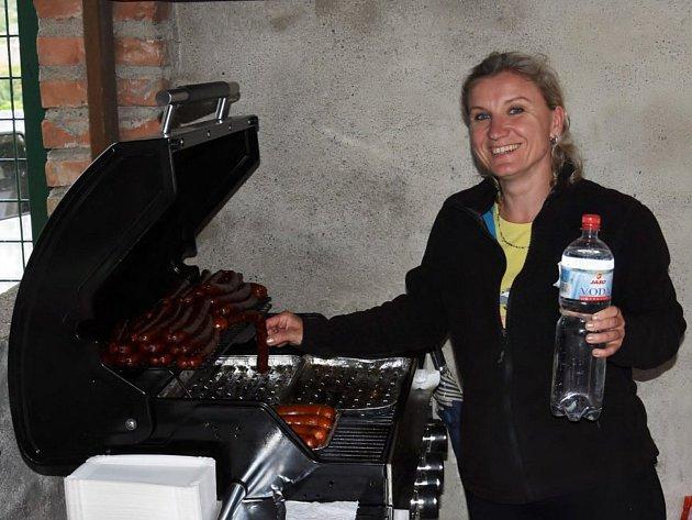 Blanka Kelnerová hraje za ženský fotbalový tým vBavorech a pomáhá také sobčerstvením při zápasech mužů.