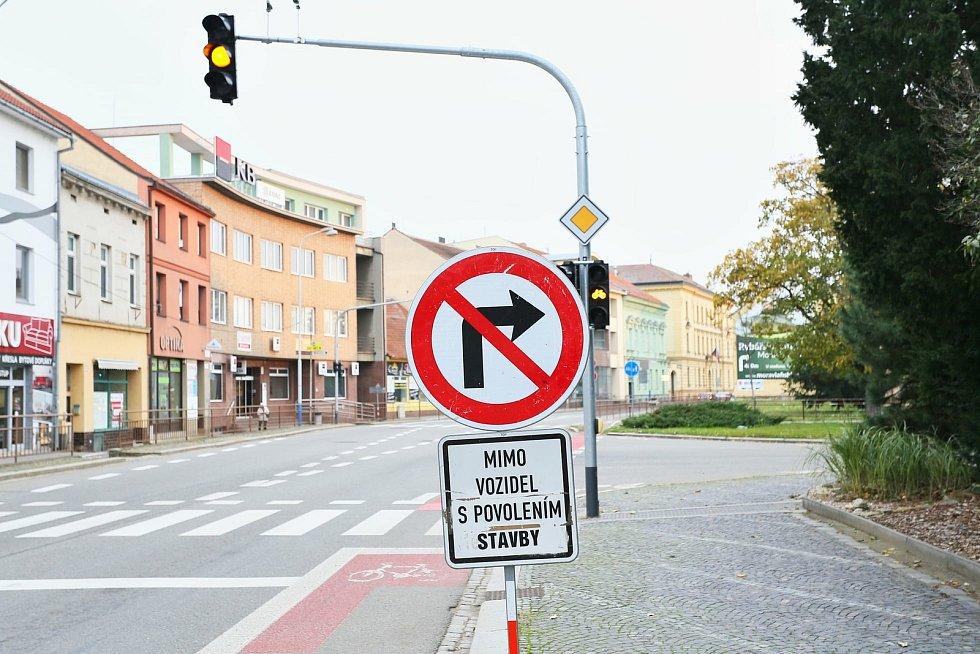 K městskému úřadu lidé ze silnice I/55 až do 30. listopadu neodbočí.