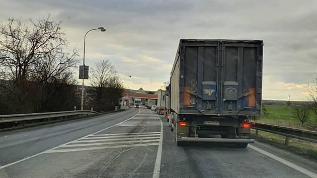 Kolona kamionů se vytvořila ve čtvrtek odpoledne na hraničním přechodu Mikulov - Drasenhofen.