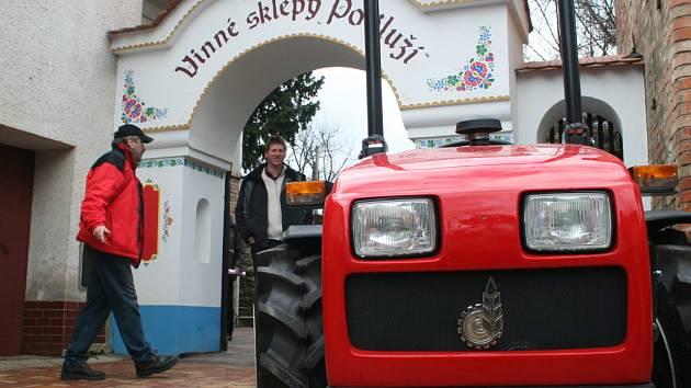Přehlídka zemědělské techniky do vinic a sadů.