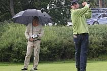 Herec a moderátor Marek Eben na golfu.
