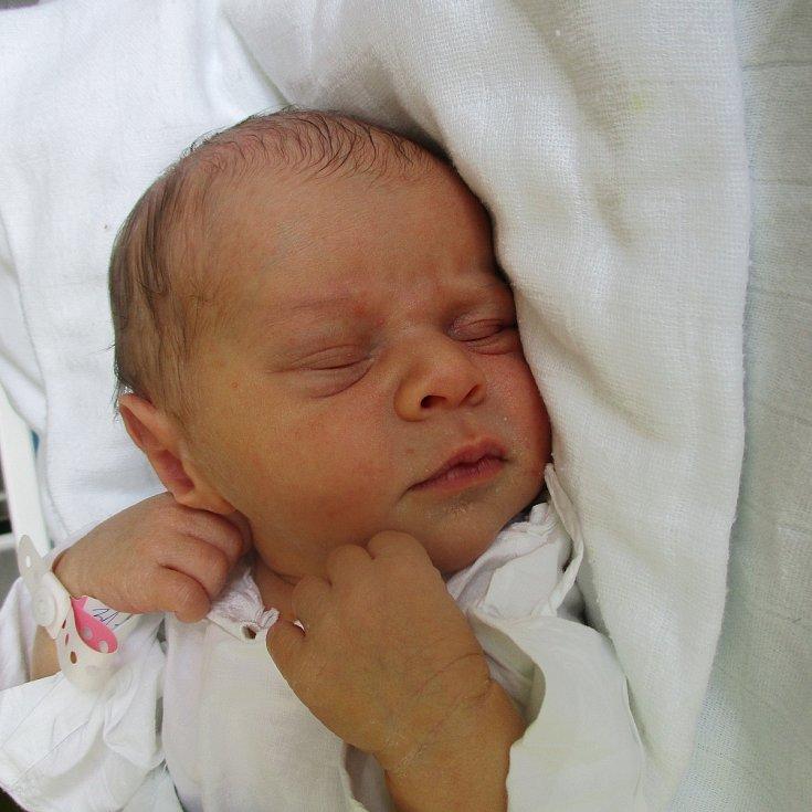 Amálie Slavíčková, Týnec, 17. března 2020, 1.33, Nemocnice Břeclav, 51 centimetrů, 3540 gramů. Foto: Monika Švestková