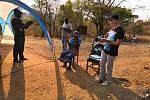 Sbírka brýlí pro Malawi.
