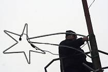 Břeclavské ulice dostaly novou vánoční výzdobu.