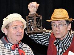 Humorné situace, známé písničky Jaroslava Ježka i slavné forbíny autorské dvojice Voskovec a Werich. Taková je hra s názvem Robin Zbojník.