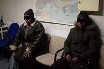 Celníci zadrželi nedaleko hranic se Slovenskem další dva běžence.