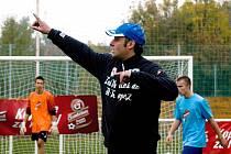 Fotbalisté Hrušek si užili výjimečný trénink pod dohledem trenéra Slovácka Svatopluka Habance (na snímku).