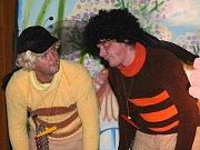 Nejnovější inscenací Divadla Věž je pohádka Včelí medvídci od jara do zimy.