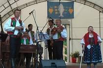 Na svá vystoupení si cimbálová muzika Vonica zve i hosty. Na snímku s Jarmilou Šulákovou.