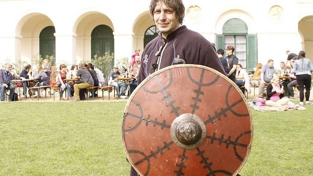 O životě v desátém století, pohanských zvycích i křesťanských tradicích se dozvěděli v sobotu lidé na Pohansku u Břeclavi. K vidění byly také bojové ukázky.