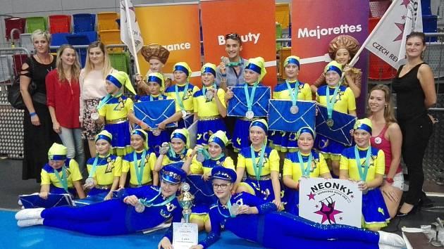 Neonky z Moravské Nové Vsi vybojovaly na mistrovství světa v mažoretkovém sportu stříbro.