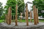 Na zámku Asparn/Zaya nedaleko dolnorakouského Mistelbachu vyrůstá replika velkomoravského kostelíka, jehož základy objevili archeologové mezi lety 2008 až 2012 na Pohansku u Břeclavi.