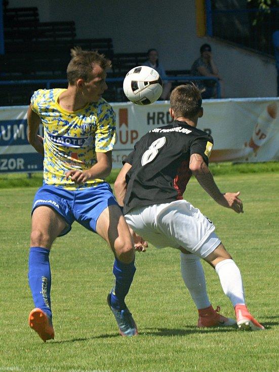 Přípravný fotbal MSK Břeclav (ve žlutém) - 1. SK Prostějov skončil 1:2.