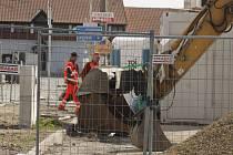 Ve Velkých Pavlovicích pokračují opravy silnice na hlavním tahu. Ve městě je několik uzavírek.