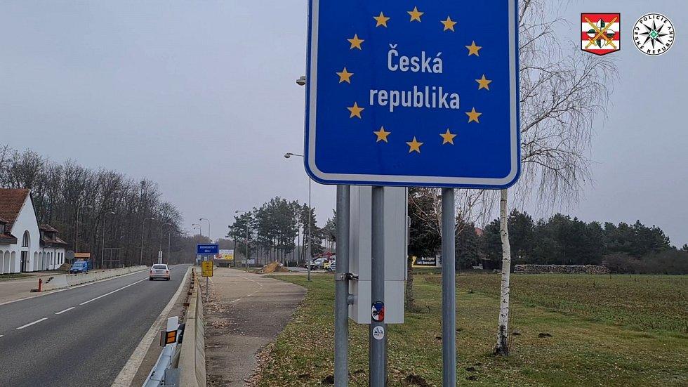 Lupiče, který se nezdráhal střílet ve firmě nedaleko Vídně, chytili policisté necelou hodinu po jeho úprku na hraničním přechodu Břeclav-Reintal.