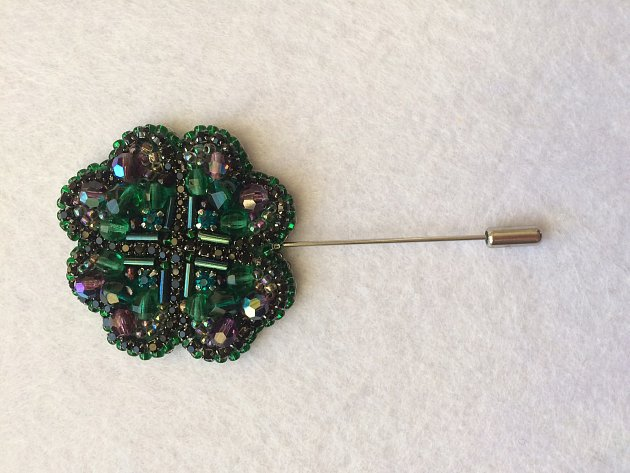 Marie Grégrová zBořetic pro zábavu vyrábí šperky. Především brože.