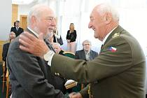 Předávání vyznamenání v Břeclavi u příležitosti sedmdesáti let od osvobození města.