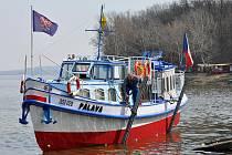 Dlouholetý lodní kapitán Jiří Kosek zemřel v Brně ve věku osmasedmdesáti let. Plavil se na Brněnské přehradě na lodi Praha nebo na Nových Mlýnech na lodi Palava (na snímku)