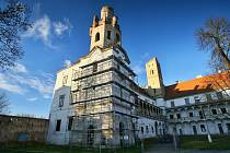 Opravy jižní věže břeclavského zámku.