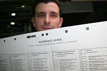 Břeclavská tiskárna Moraviapress pomalu finišuje s tiskem hlasovacích lístků do senátních i komunálních voleb.
