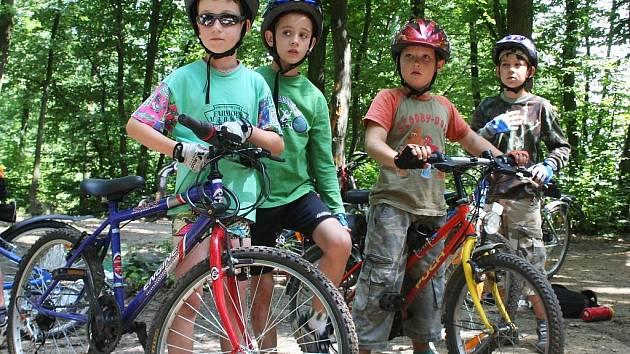 Turistickou základnu v břeclavské Kančí oboře obsadili mladí cyklisté. Tábor, který pro ně připravilo Středisko volného času Duhovka, je totiž zaměřený zejména na šlapání do pedálů.