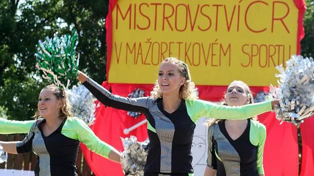 Prvními závody v Moravské Nové Vsi se rozběhl letošní seriál kvalifikačních bojů Mistrovství České republiky v mažoretkovém sportu.