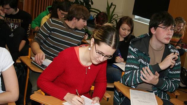 Studenti břeclavského i hustopečského gymnázia si hodnocení radních užívali. Do vysvědčení napsali, co si o jednotlivých tématech skutečně myslí.