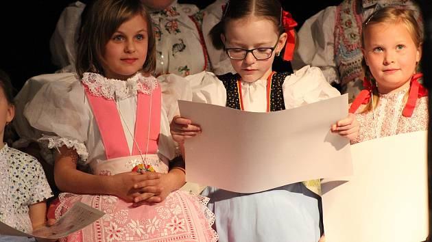 Malý i větší zpěváčci soutěžili ve Staré Břeclavi O malovaný tulipán Boženy Šebetovské.