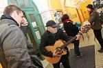 Druhý ročník akce Noc venku mají za sebou v Břeclavi. Čtvrteční zážitkovou akcí pořadatelé z břeclavské charity poukázali na problémy bezdomovectví.