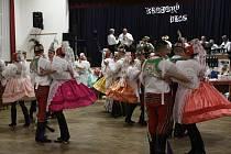 Tradiční krojovaný ples naplnil v sobotu sokolovnu v Charvátské Nové Vsi.