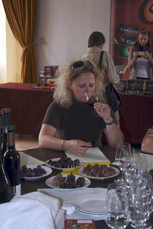 Festival Sladký život odstartoval v pátek na zámku ve Valticích. Až do neděle jsou pro mlsouny připravené čokoládové speciality.