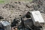 Osadu Nové Mlýny už řadu let trápí černé stavby u nádrže. Rekreanti si na soukromých pozemcích vytvořili zázemí pro dovolené.