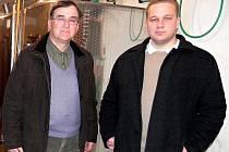 Vinař Miroslav Mikulica z Velkých Pavlovic se svým synem Petrem.