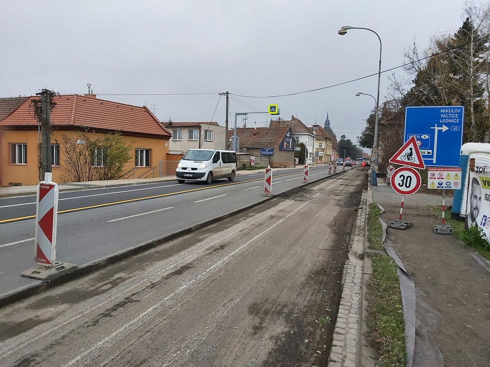 Opravy na silnici I/55 v Břeclavi.