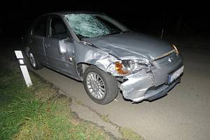Chybějící reflexní prvky mají zřejmě za následek smrt mladého muže, který šel v noci po silnici. Řidič ho v tmavém oblečení neviděl.