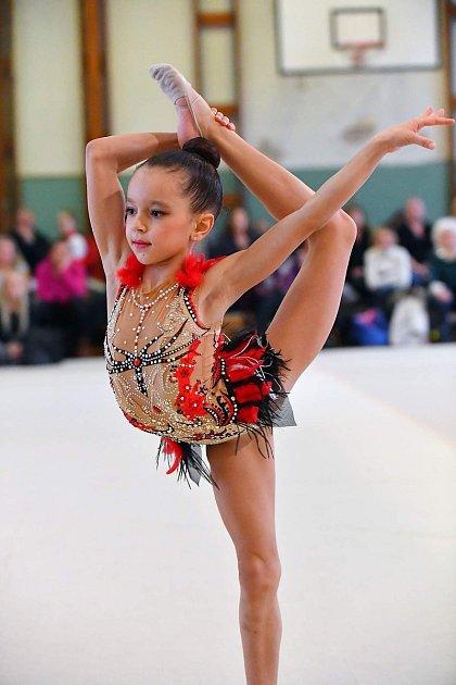 Laura Osičková zVelkých Bílovic ovládla Mistrovství České republiky vmoderní gymnastice ročníků 2008a 2009.