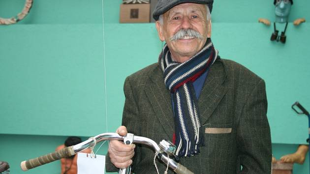 Josef Grbavčic v novém břeclavském muzeu cyklistiky.