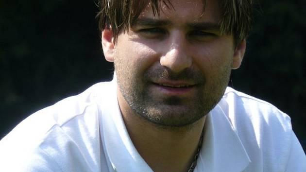 Na basketbal prostě nemá výšku. Zůstal tedy při zemi. Radim Slavka proto zvolil kariéru hokejového rozhodčího.